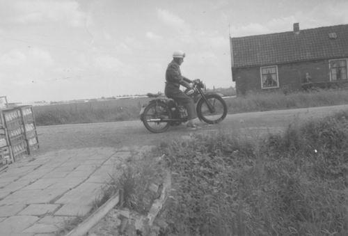 Aalsmeerderweg O 0360 19__ Gert Maaskant op Hulsmann motor