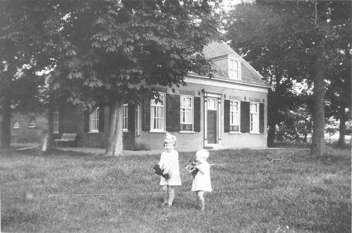 Aalsmeerderweg W 0127 19__ Elsje v Houweningen met Kinderen