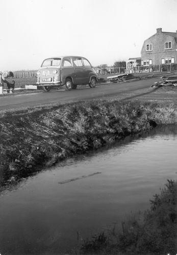 Aalsmeerderweg_W_0221_1959_Huize_Besselink_met_Auto