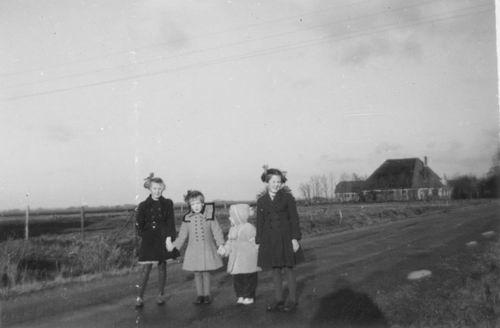 Aalsmeerderweg W 0391 1953 Boerderij Eilander met kinderen Marbus