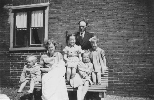 Aalsmeerderweg W 0405 1953 met fam Jan Marbus 01