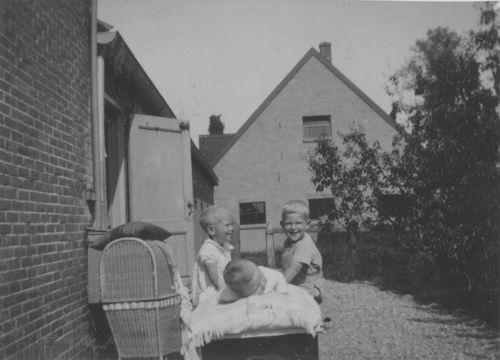 Aalsmeerderweg W 0425 193_ met fam v Elderen 01