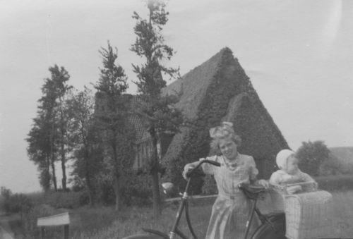 Aalsmeerderweg W 0463 194_ Geref Kerk met Riek v Elderen