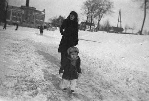 Akerdijk 0012 1946 Stoomgemaal met fam v Es 02