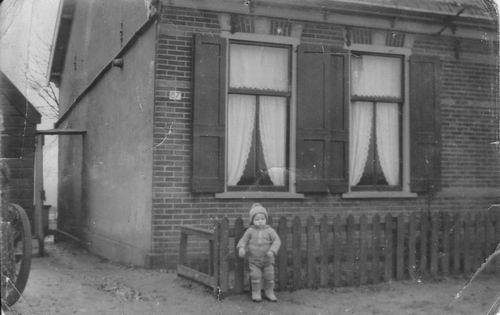 Akerdijk 0087 1935 met peuter Jan v Wieringen