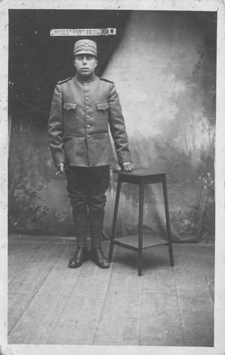 <b>ZOEKPLAATJE:</b>Andel_Neef_van_1917_Soldaat_bij_Alkmaar