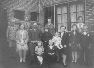 Bakker-Rijkelijkhuizen 1928 Familiefoto