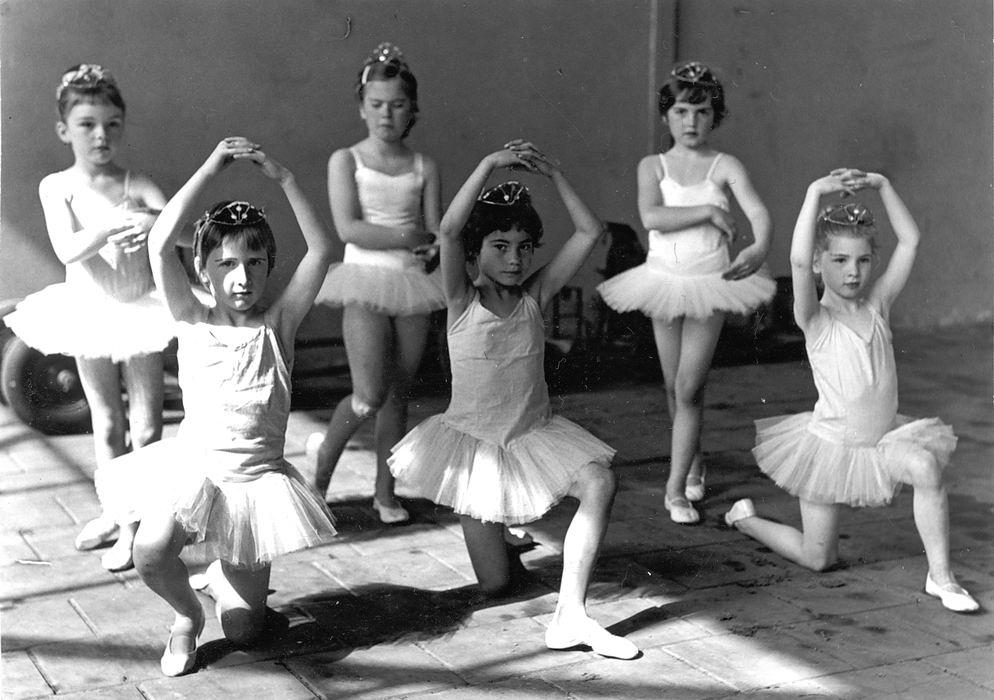 Ballet Studio Helma Bouwman 1965 Uitvoering tbv Kindercircus in Pijnacker