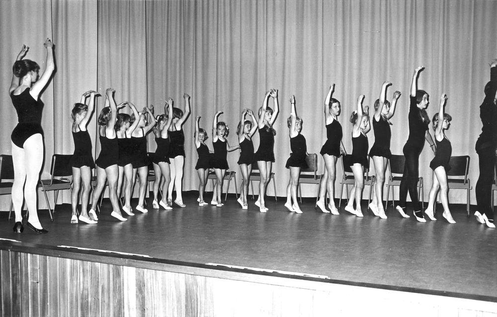 Ballet Studio Helma Bouwman 1966 Uitvoering in LTS Hoofddorp 03