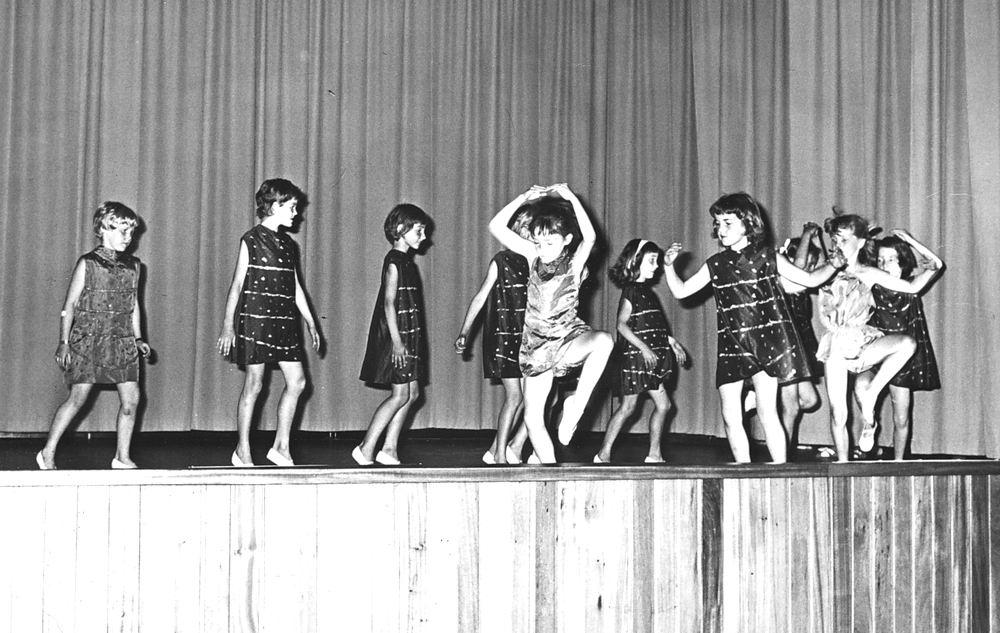Ballet Studio Helma Bouwman 1966 Uitvoering in LTS Hoofddorp 09
