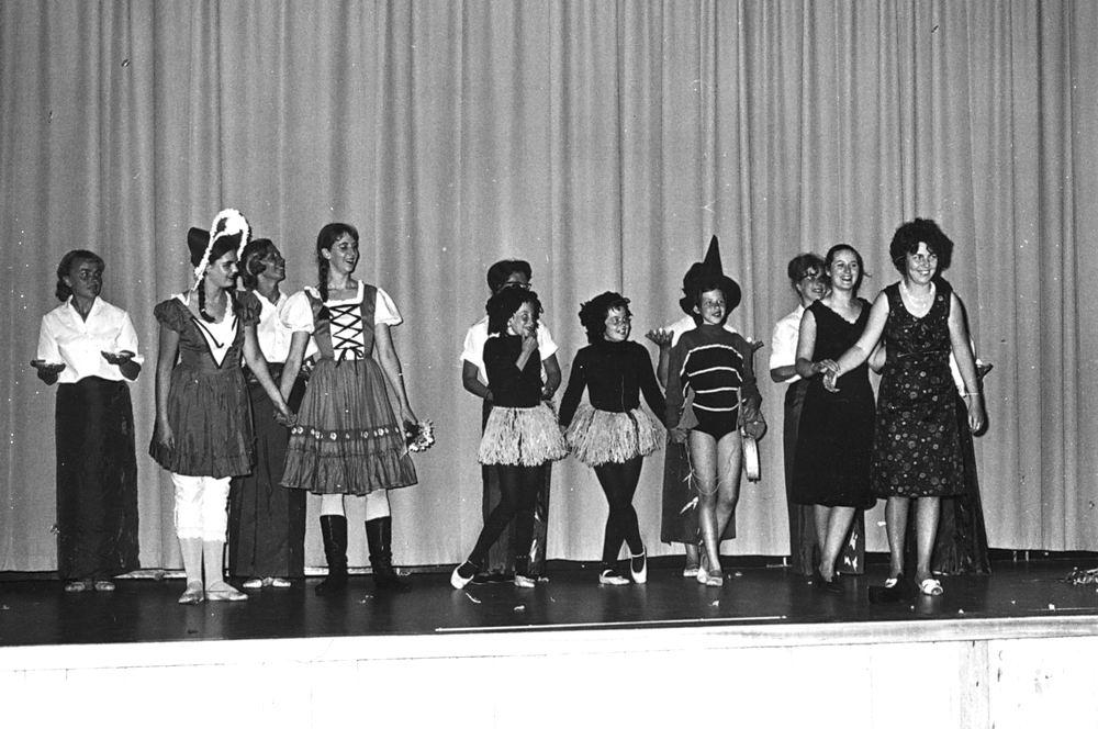 Ballet Studio Helma Bouwman 1966 Uitvoering in LTS Hoofddorp 11