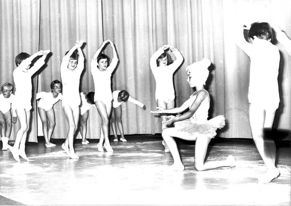 Ballet Studio Helma Bouwman 1968 Uitvoering in LTS Hoofddorp 04