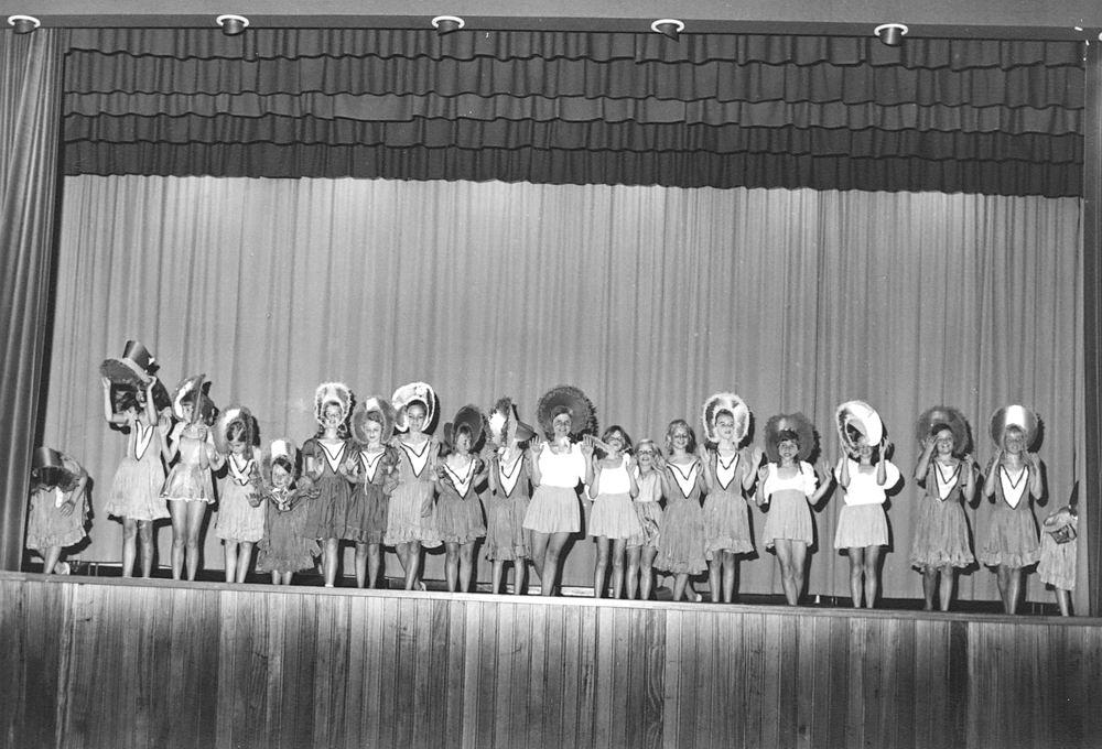 Ballet Studio Helma Bouwman 19__ Musical in LTS Hoofddorp 03