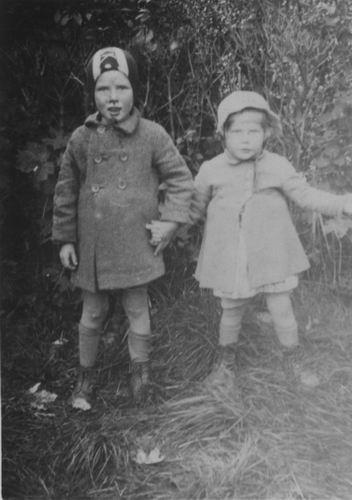 Berbiers Nico 1939 1943 met Zus Lenie 01