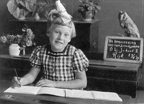 Berg_Adrie_vd_1937_Schoolfoto