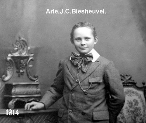 Biesheuvel Arie J C Czn 1914 19__ bij Fotograaf 01
