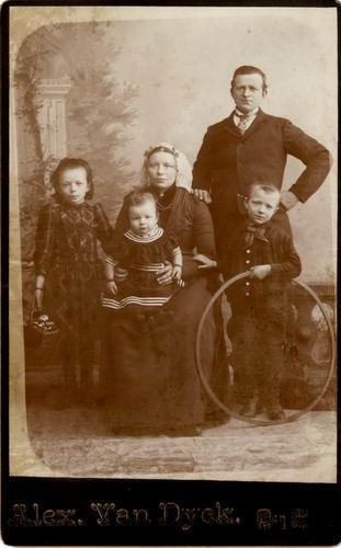 Biesheuvel Cornelis 1857 19__ gezinsfoto in Den Haag