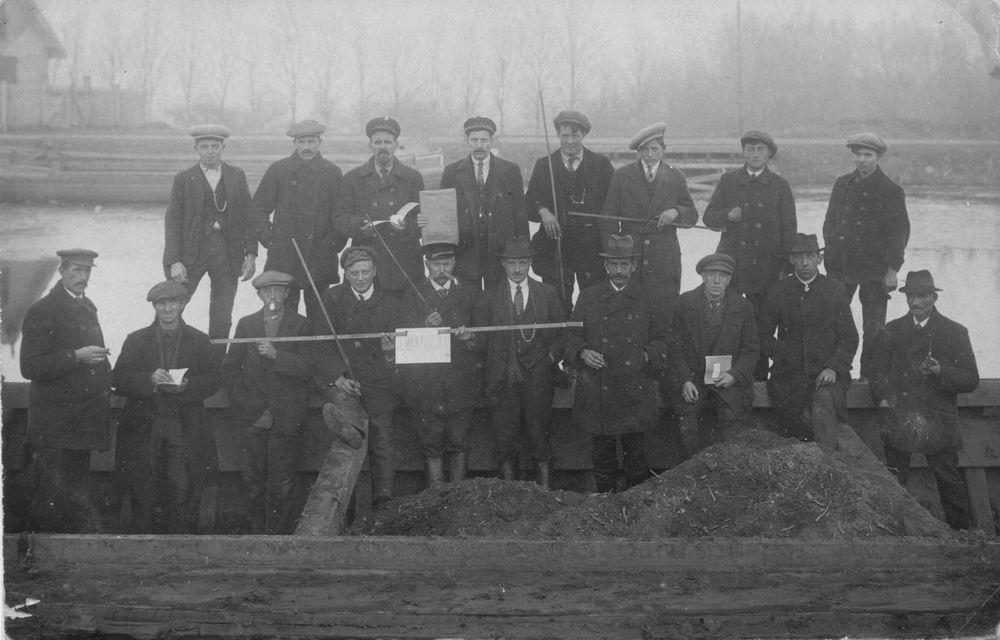 <b>ZOEKPLAATJE:</b>Bietenoogst Campagne CSM 1920 personeel  in Schuit