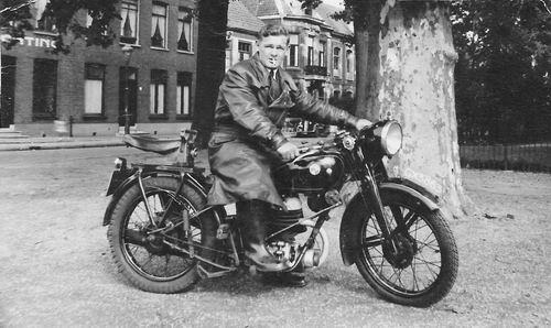 Bliek Toon 1914 19__ op Motor