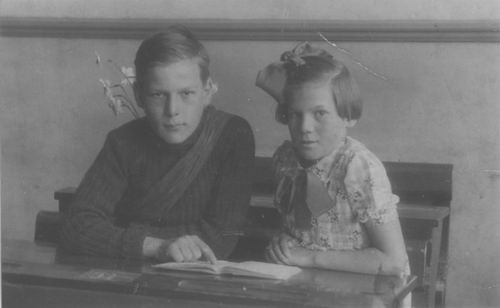 Bliek Ko Jzn 1935 Schoolfoto met zus Janny