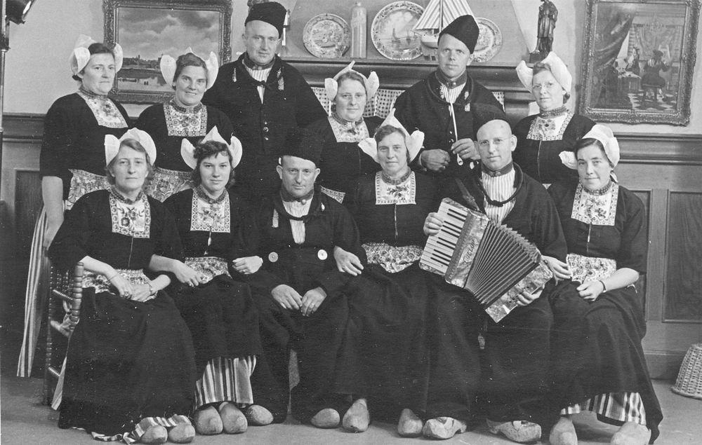 Blom Jan 1909 19__ naar Volendam met Familie