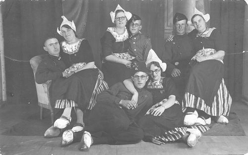 Blom Jan 1909 19__ naar Volendam met oa fam v Andel