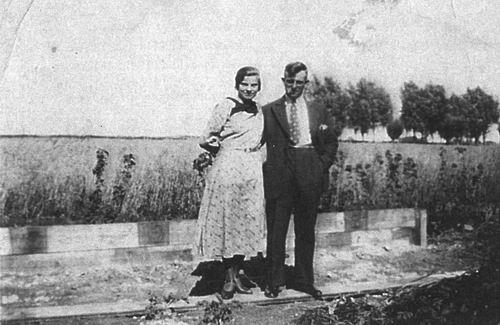 Blom Jan 1909 19__ op Erf met vrouw Jo Oskam