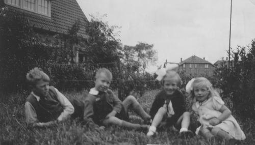 Blom Jan 1936 zijn Kinderen Gerrit en Magda