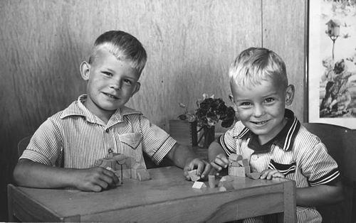 Blom Pieter G 1946 19__ Schoolfoto met broer Dirk 01