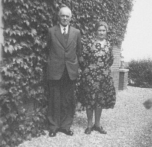 Boer Jan L de 1875 19__ met vrouw Maria v Dam