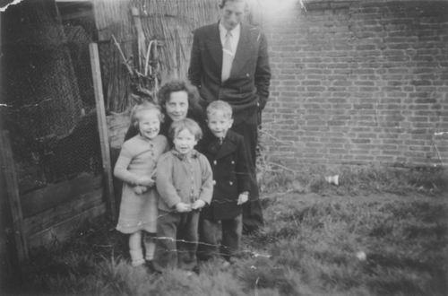 Boot Arie Daniel 1932 1953± met Zusjes en Broertje