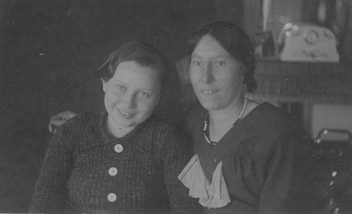 Boot Jannetje Johanna 1906 19__ Portret met Jannie Seinen