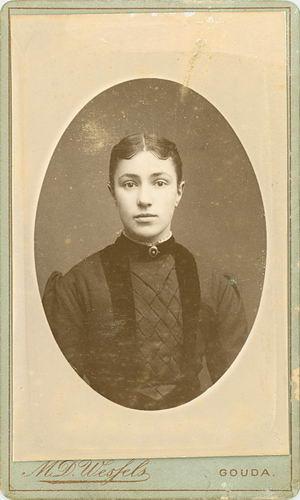 <b>ZOEKPLAATJE:</b>Bos Onbekend Portret Vrouw bij Wessels in Gouda