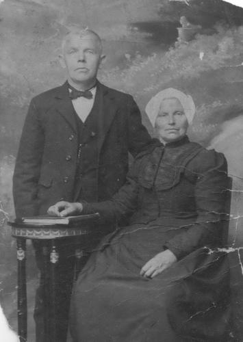 Bosman Cornelis 19__ bij fotograaf met vrouw Zwaantje Blaauw