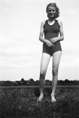 Bosman Zwaantje 19__ op de Geniedijk bij Zwemplaats