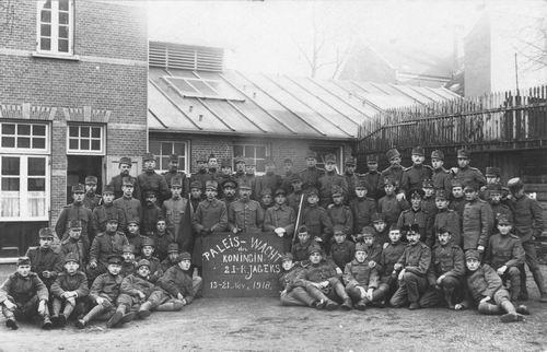 <b>ZOEKPLAATJE:</b>Breure Onbekend 1918 Militairen Paleis-Wacht 382