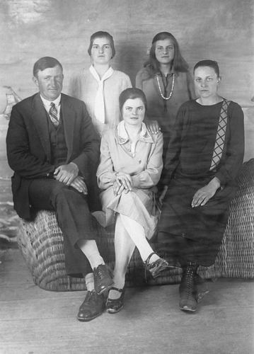 Buis Hendrika 1914 19__ met Gezin
