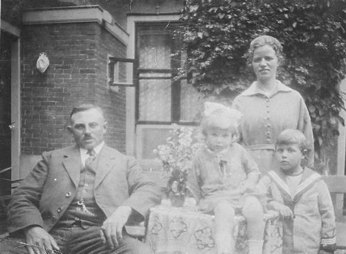 Bulk Cornelis 1885 1923 Gezinsfoto met Jan Dirk en Grietje