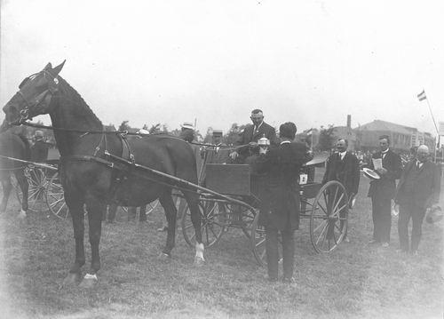 Bulk Cornelis 1885 19__ wint Beker met Paard Labda 01