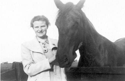 Bulk Grietje 1920 19__ bij Paard