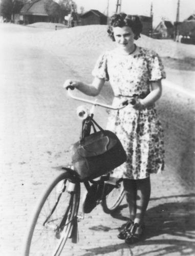 Bulk Grietje 1920 19__ op Fiets Waar is Onbekend 01