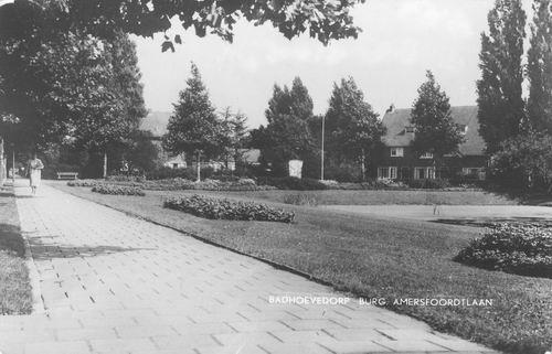 Burg Amersfoordtlaan 1961 Vijver en Monument
