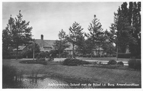Burg Amersfoordtlaan W 0061 1957 Vijver en Oranjeschool