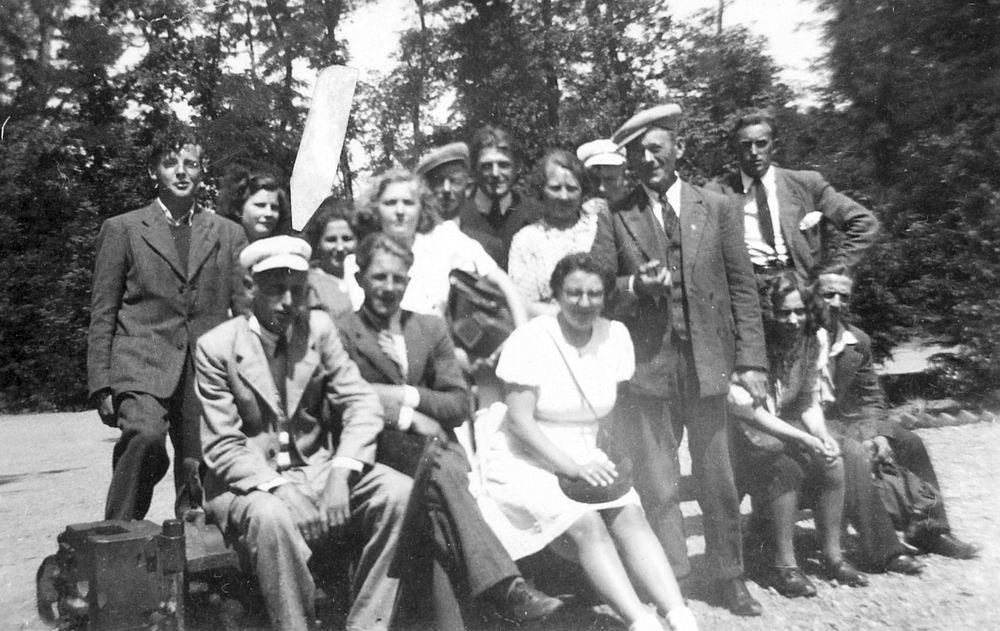 Buurtvereniging Vijfhuizerweg 1947 met oa Piet Vastenhout 01