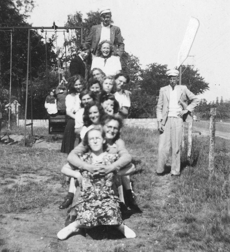 Buurtvereniging Vijfhuizerweg 1947 met oa Piet Vastenhout 02