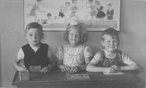 Christelijke Kleuterschool Hoofddorp 1946 met Hilda v Tienderen