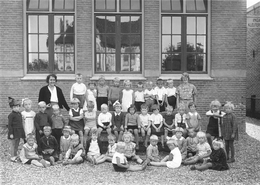 Christelijke Kleuterschool Hoofddorp 19__ met Joop de Koning