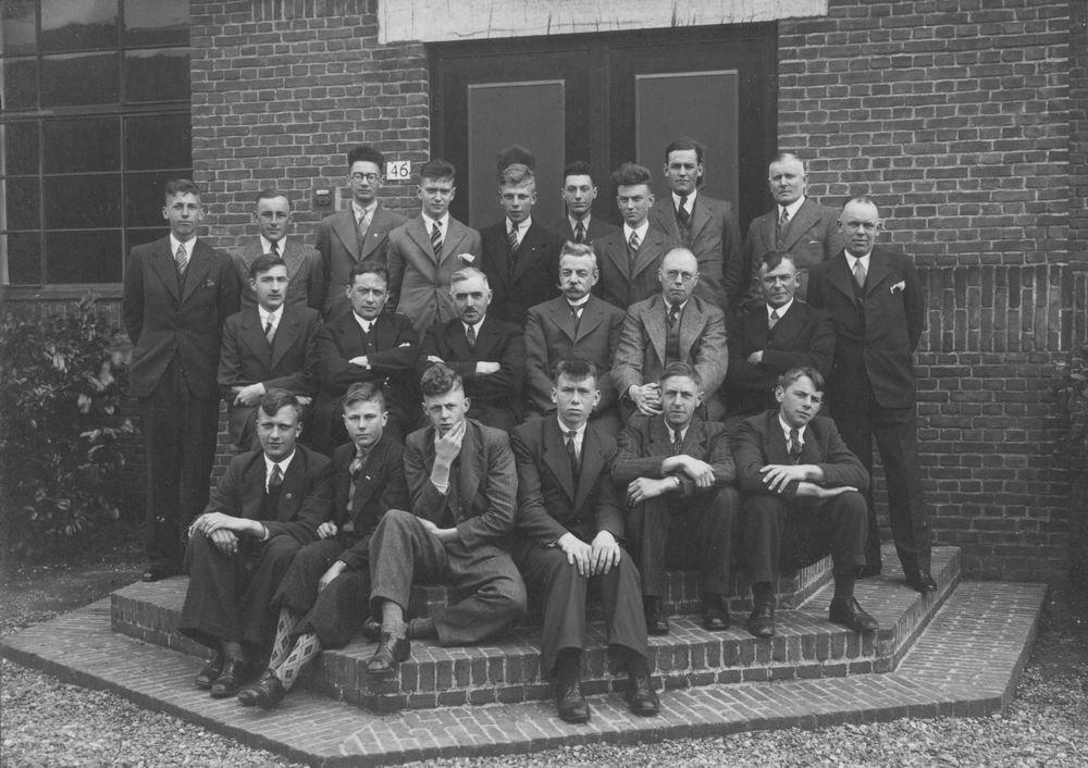 Christelijke Middelbare Landbouwschool 1938 Klas op Stoep