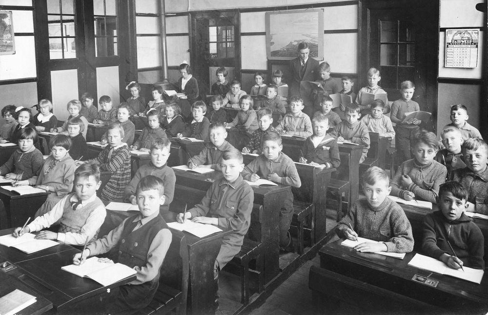Christelijke School Hoofddorp 1934 Klas 3 met Meester Middelkoop