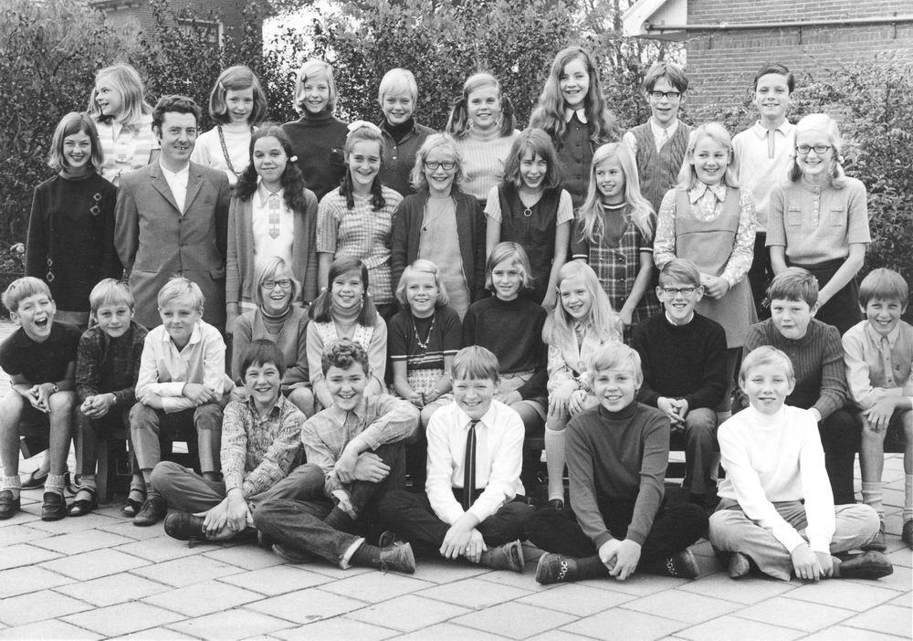 Christelijke School Hoofddorp 1970 Klas 6 met Jan Wies